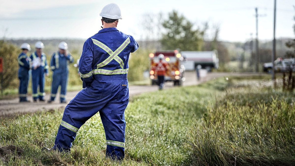 Keystone XL crews help local landowners respond to a wildfire near Oyen, Alta.